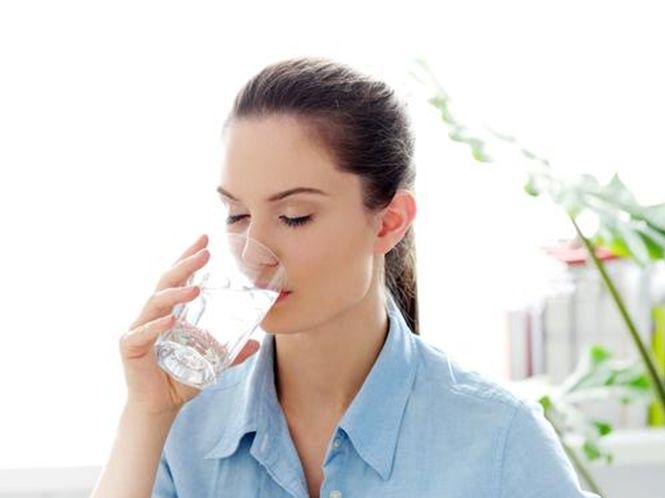 Uống đủ nước giúp tinh thần thoải mái